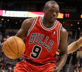 Bulls trade Luol Deng to Cavs for Andrew Bynum and draft picks