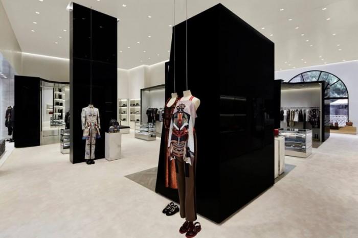 Givenchy_Las_Vegas_store_1-800x533-700x4