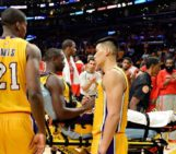 Lakers rookie Julius Randle breaks leg in debut