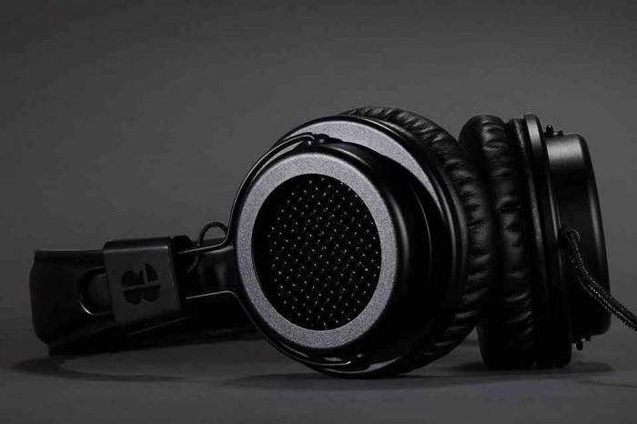 Bloc-and-roc-galvanize-headphones-02-700